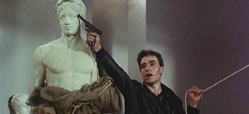 """""""The Bleeding Statues"""" di Tony Lykouresis (1982), proiettato alla biennale di Atene"""