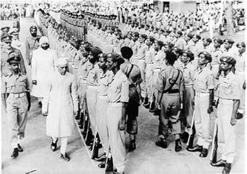 Gandhi asserí immediatamente che il rapporto fosse corretto ma incompleto. Aggiunse inoltre che continuava a pensare di non avere un posto in un'ordine che necessitasse di forze armate.